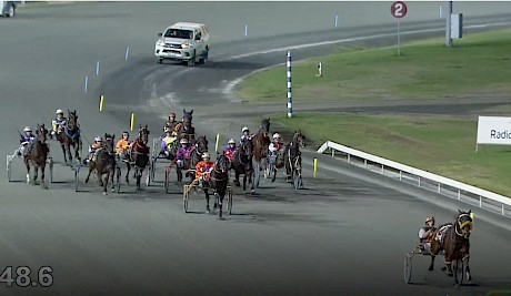 It's Vasari first, the rest nowhere, as he flies to a 1:52 mile rate win at Albion Park.