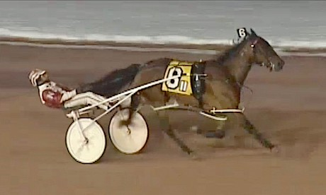 Lincoln's Girl cruises to her third win in the United States on Tuesday night.